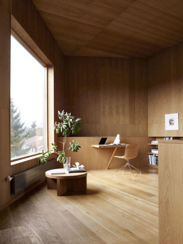 Un estudio, hecho de madera, pero lo mejor es su vista, la ventana tipo panorámica me gusto y mucho