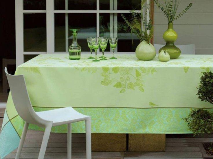 Принесите прикосновение зелени к вашему деревенский стол декора
