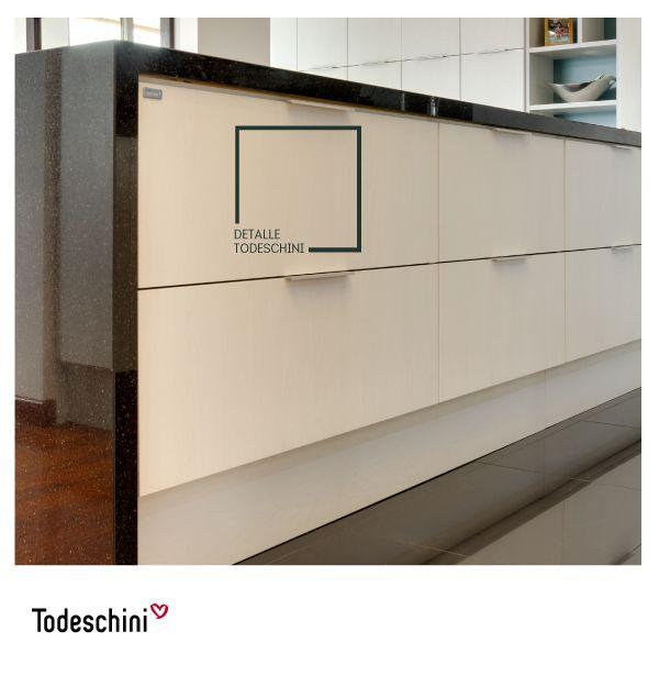 Uno de nuestros tonos exclusivos: Pintura satinada Bianco. Ideal para combinar y aplicar en las habitaciones, cocinas, ambientes corporativos, y en geneal cualquier ambiente. #Diseñodeinteriores #Decoración #Todeschini #ambientes #mueblesamedida #arquitectura #cocinas
