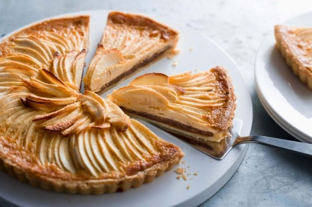 This delicious apple tart is sugar-free so you can treat yourself to an extra slice! #sugarfree