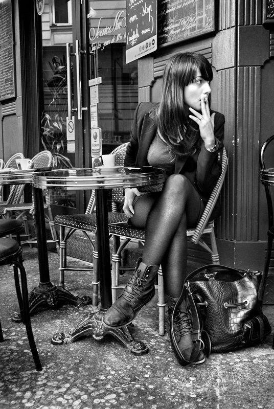 Parisienne au Cafe de Montmartre, by Christophe Lecoq