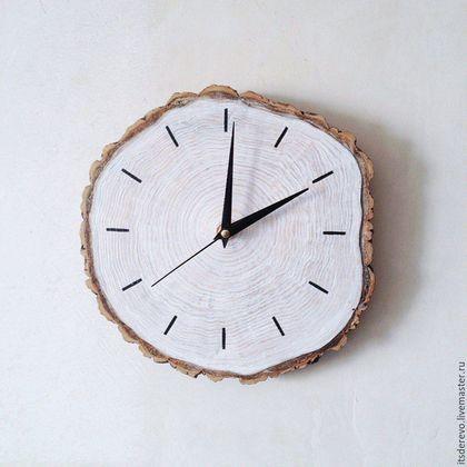 Wooden clock / Часы для дома ручной работы. Часы из спила белые. ItsDEREVO. Интернет-магазин Ярмарка Мастеров. Часы, эко, натуральное дерево