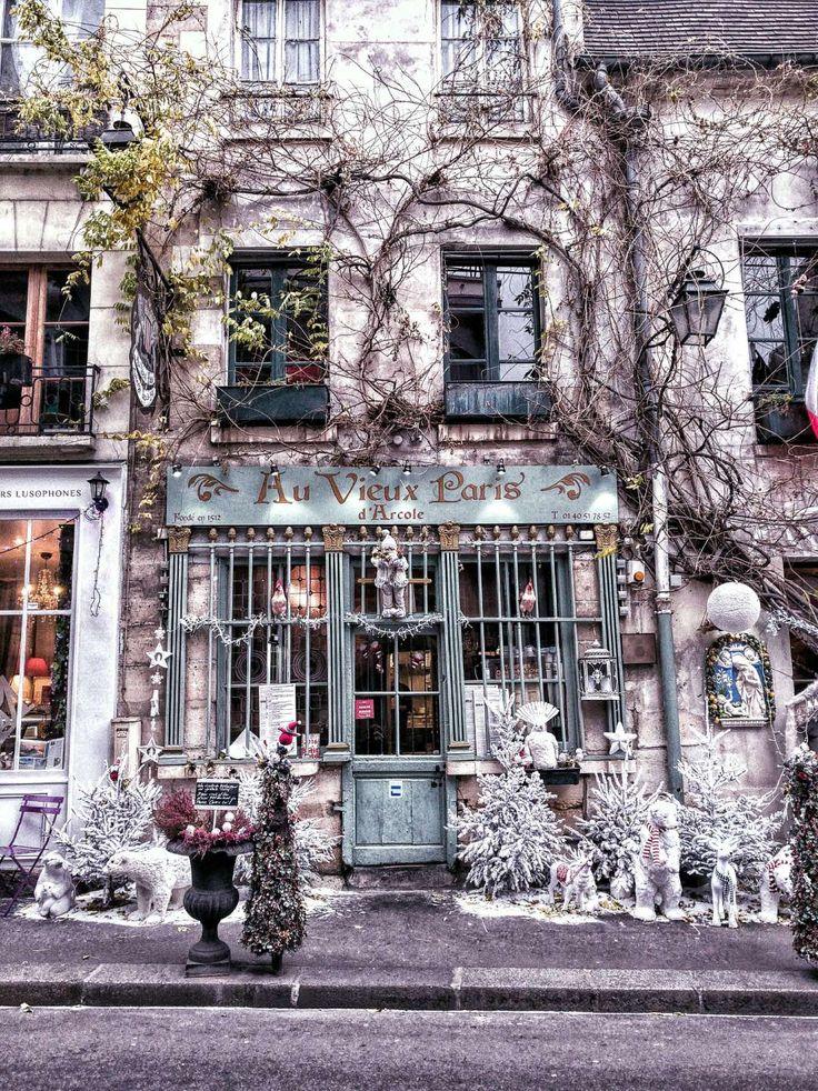 Au Vieux Paris d'Arcole bar, restaurant and café, île de la cité (close to Notre Dame), Paris, France. Is this the best cafe in Paris?