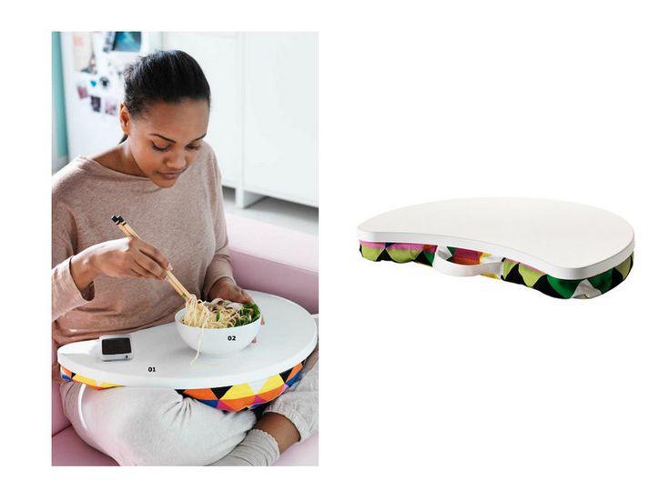 IKEA a imaginé une petite tablette mobile, Byllan, idéale pour prendre son petit déjeuner au lit ou pour dîner en regardant un film à la télévision. Elle peut également servir de support pour ordinateur portable. Très pratique, sa housse colorée est amovible et lavable en machine. Elle est disponible à 20€ sur le site IKEA.