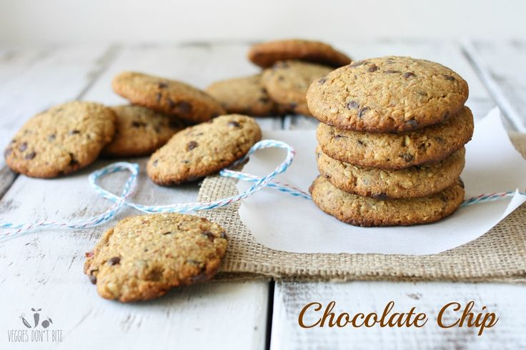 Recipe for vegan chocolate chip cookies. Posted on veggiesdontbite.com by Sophia.