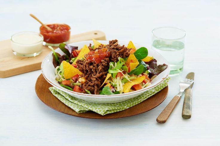 Oppskrift på en en god blanding av salat og tacoen alle elsker. Retten er lettvint å lage og kan fint serveres kald.