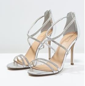 """Sandalias De Tacon Plateadas. """"Modelos de sandalias""""     Estamos en un veranos intenso y queremos usar unas sandalias para lucir nuestros pies y que tengamos la comodidad para caminar ¿estás de acuerdo?, si estás pensando en comprarunas lindas sandalias nuevas y no sabes bien que diseños elegir, te mostrare una variedad de bocetos de sandalias que te pueden gustar.  Cuando nos referimos unas sandalias de tacón alto, te ayuda....  Sandalias De Tacon Plateadas. Para ver el artículo completo…"""