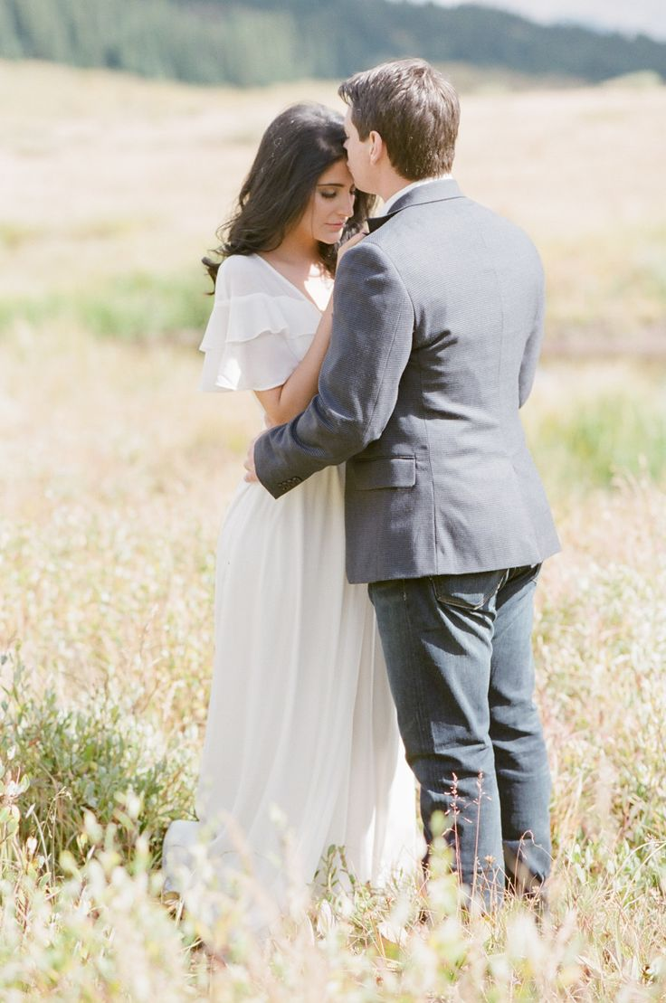 Hotel Talisa, located in Vail Colorado, captures the perfect essence of alpine beauty for your Big Day with luxe accommodations to match. #sponsored #weddings #Vail | Photography: Tamara Gruner Photography