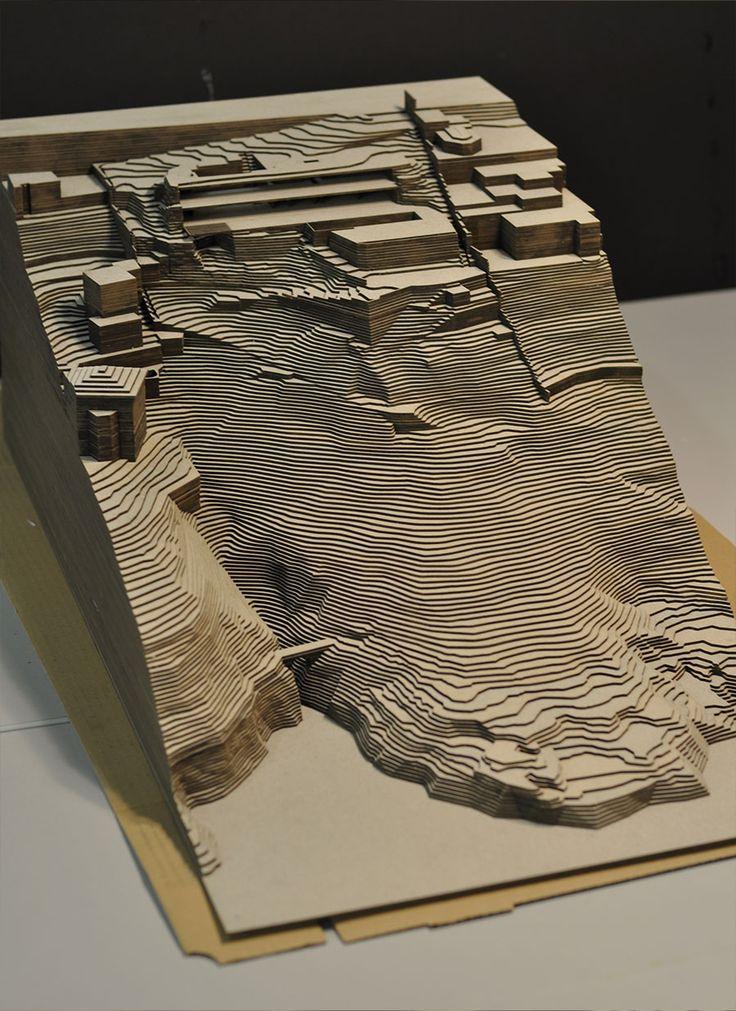 Maquette d'architecture en carton gris                                                                                                                                                                                 Plus