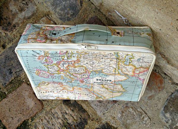 valisette mappemonde mappemondes et cartes du monde. Black Bedroom Furniture Sets. Home Design Ideas