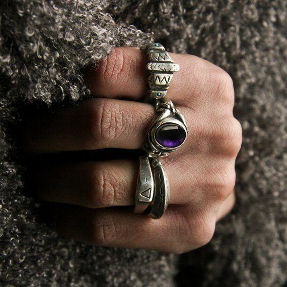 Anillo de plata esterlina con cabujón de cristal de amatista tallado a mano. Hombres y mujeres …   – Products