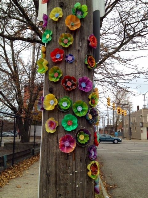 brilliant idea ~ painted plastic bottles & caps tacked onto a fence post ~ not sure it would hold up to our winds but maybe I will try it anyway