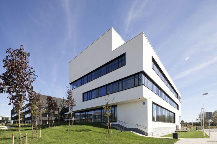 BUDYNEK BIUROWY B3 - HRA Architekci