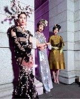 Qui sopra, look di Dolce & Gabbana Alta moda e Alta sartoria in scena a Tokyo. In alto, Domenico Dolce e Stefano Gabbana