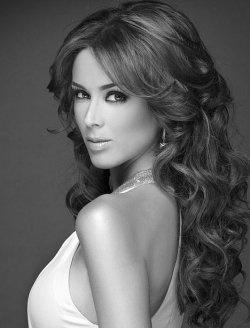Gorgeous Mexican Actress Jacqueline Bracamontes