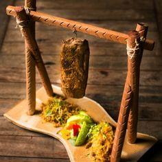 Carne de sol de carneiro com paçoca, arroz Maria Isabel e conserva de maxixe