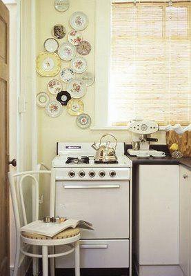 Cute: Kitchens, Decor, Vintage Plates, Ideas, Tiny Kitchen, Small Kitchen, Plate Wall