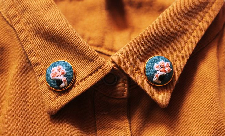 Greatest gifts for a cat lady!Details:- Kitty paws, carefully embroidered by hand onto teal cotton fabric with 0 cotton DMC mouline threads.-Collar pin frames are made of brass and a...
