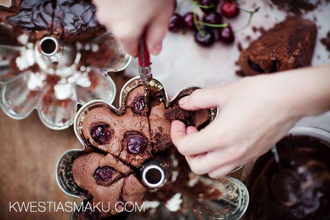 Babka czekoladowa z wiśniami