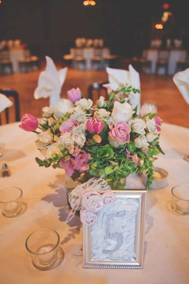 Low centerpiece arrangement with dark and light pink