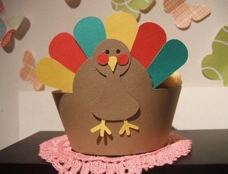 Make a hatParties Frostings, Cupcake Wrappers, Thanksgiving Crafts, Thanksgiving Ideas, Diy Crafts, Kids Crafts, Thanksgiving Cupcakes, Cupcakes Wrappers, Construction Paper