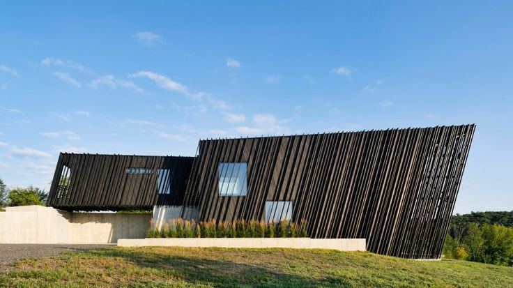 A/O builds slanted black holiday home in Hudson Valley