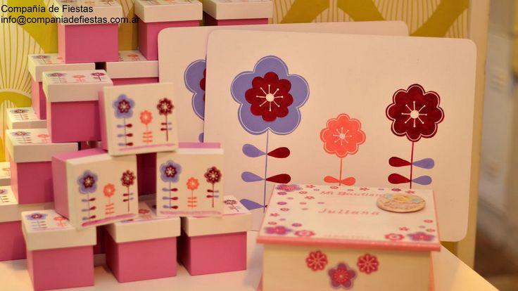 #Souvenirs Individuales de madera pintados a mano con el diseño de la fiesta Cajitas pintadas a mano con bombones personalizados