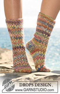 """Hæklede DROPS sokker i 2 tråde """"Fabel"""". ~ DROPS Design"""