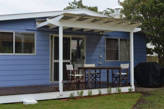 Sleeps 8 including a detached studio. Quite close to the beach. Water Gum Cottage | Callala Bay, NSW | Accommodation