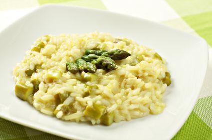 Pensando ya en la comida :-P Una receta de risotto con espárragos y salmón ¡Mmm!