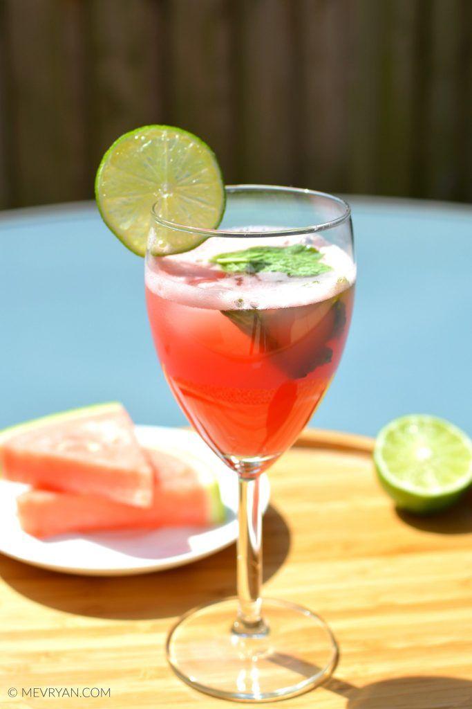 Watermeloen limoen sap! Lekker verfrissend! Recept vind je op food blog mevryan.com  #watermeloen #watermeloensap #Aziatisch #recepten #zomer #drankje #tropisch #dorstlessend