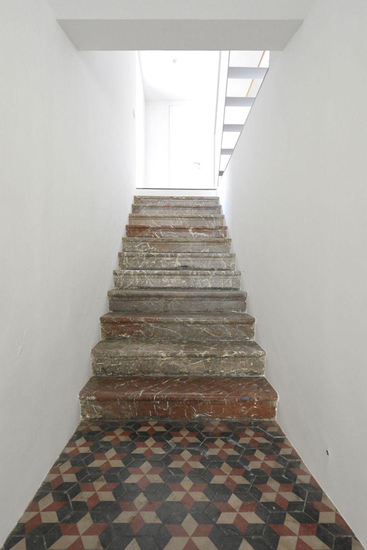 David Perri · Porto Salvo 5 · Architettura italiana #interiores #escalera #cerámica