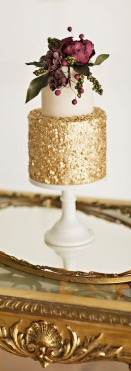 Simple gold opulence crossed with earthiness and formed into a delicious looking cake.