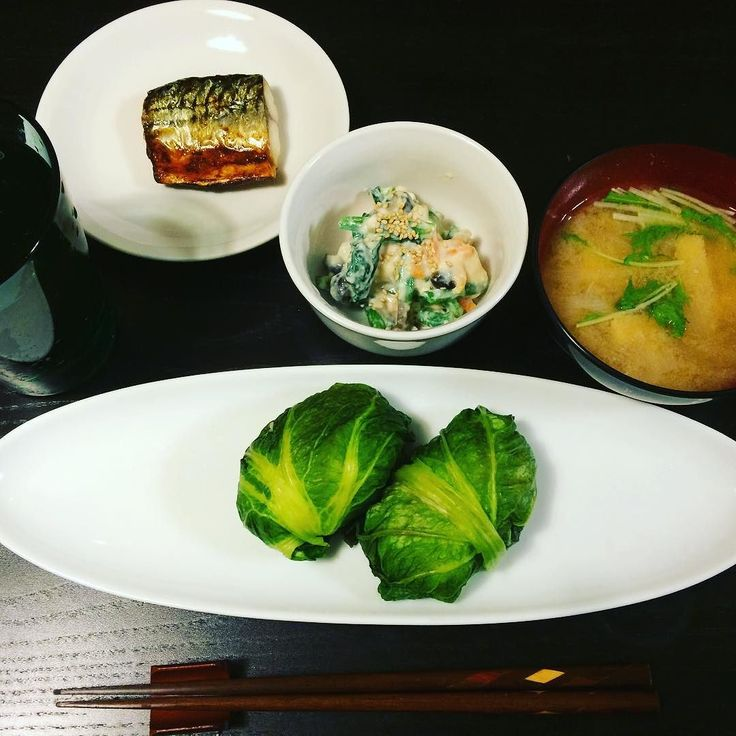 ばんごはん . . 自家製めはりずし さばの塩焼き 簡単白和え 玉ねぎと水菜のお味噌汁 . . 実家の母に生の高菜を貰ったので塩漬けしてめはりずしに初挑戦しました 初めて作ったし初めて食べたので正解がわかりませんがちょ美味しかったです . . #iphonecamera #dinner #wasyoku #ittara #ばんごはん #めはりずし #高菜 #初挑戦 #鯖 #白和え #お味噌汁 #イッタラ by picco_901