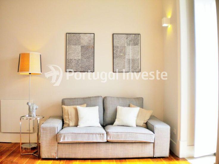 Sala, Vende T2, remodelado, junto Mercado de Fusão e Castelo de S. Jorge - Portugal Investe