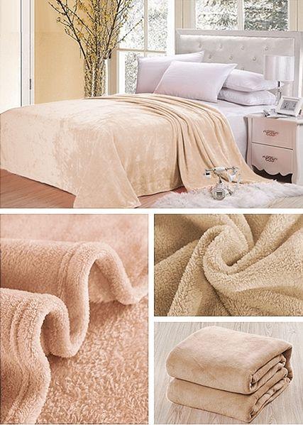 Beżowe koce na łóżko do sypialni
