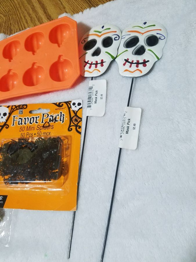 Small Lot of Halloween Party Supplies cookie cutters ice tray decor