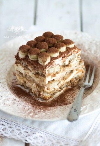 Tiramisú con galletas savoiardi y chocolate blanco