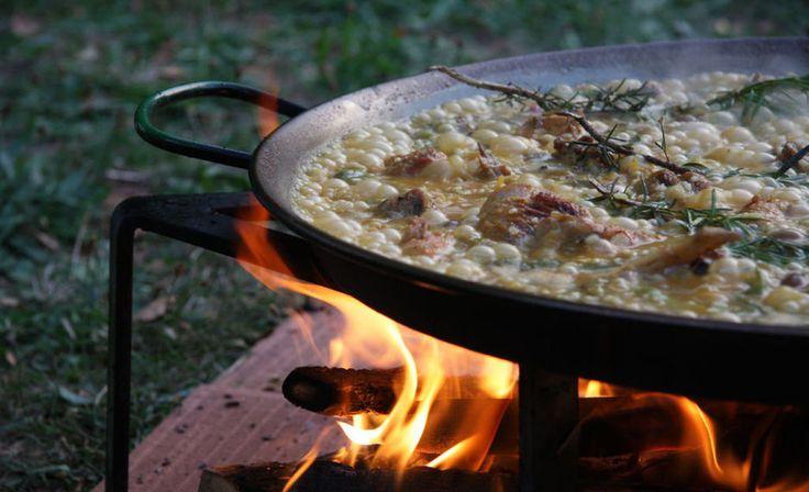 La paella se ha preparado tradicionalmente al fuego de leña. (Lereile lereile/CC)