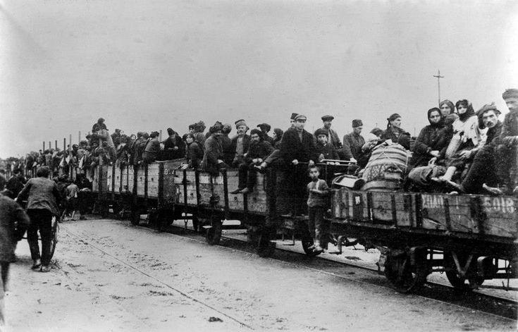 Πάτρα, 1922-25, πρόσφυγες από την Τραπεζούντα σε τρένο για άλλες πόλεις της Ελλάδος. Από Θεόδωρος Μεταλληνός