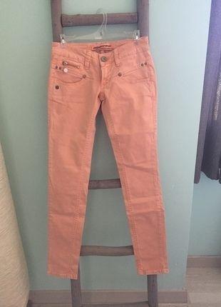 A vendre sur #vintedfrance ! http://www.vinted.fr/mode-femmes/pantalons-skinny/21224114-pantalon-slim-couleur-peche