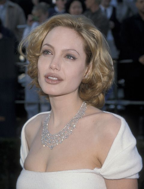 Espressogossip - Angelina Jolie Through The Years (32 Photos)