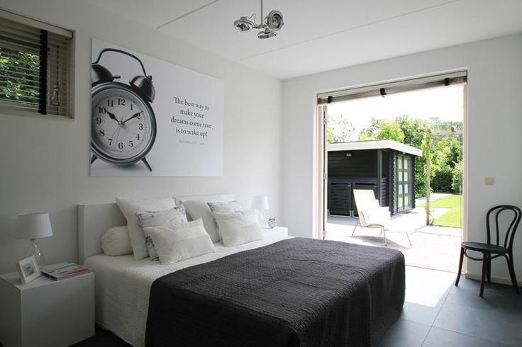 Huis te koop uitgelicht: Dit herenhuis is een lust voor het oog. De moderne rechte lijnen, de grote erker en de openslaande deuren aan de achterzijde geven het huis extra cachet. Een huis om verliefd op te worden. #huistekoop #houseforsale #Assen #Drenthe Lees meer op http://www.funda.nl/koop/assen/huis-48422013-steurstraat-7-a/fotos/#