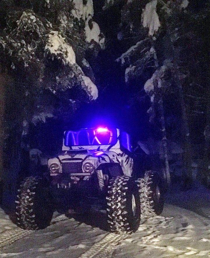 One serious snow eating Cruiser from Kelowna Snow Wheelers.  Owner: @devonmr2 (Instagram).  Gamagoat air ride independent, 49's, Big Power