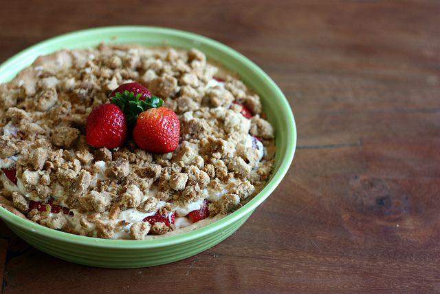 Strawberry Cream Cheese Crumble Tart | recipes to make... | Pinterest
