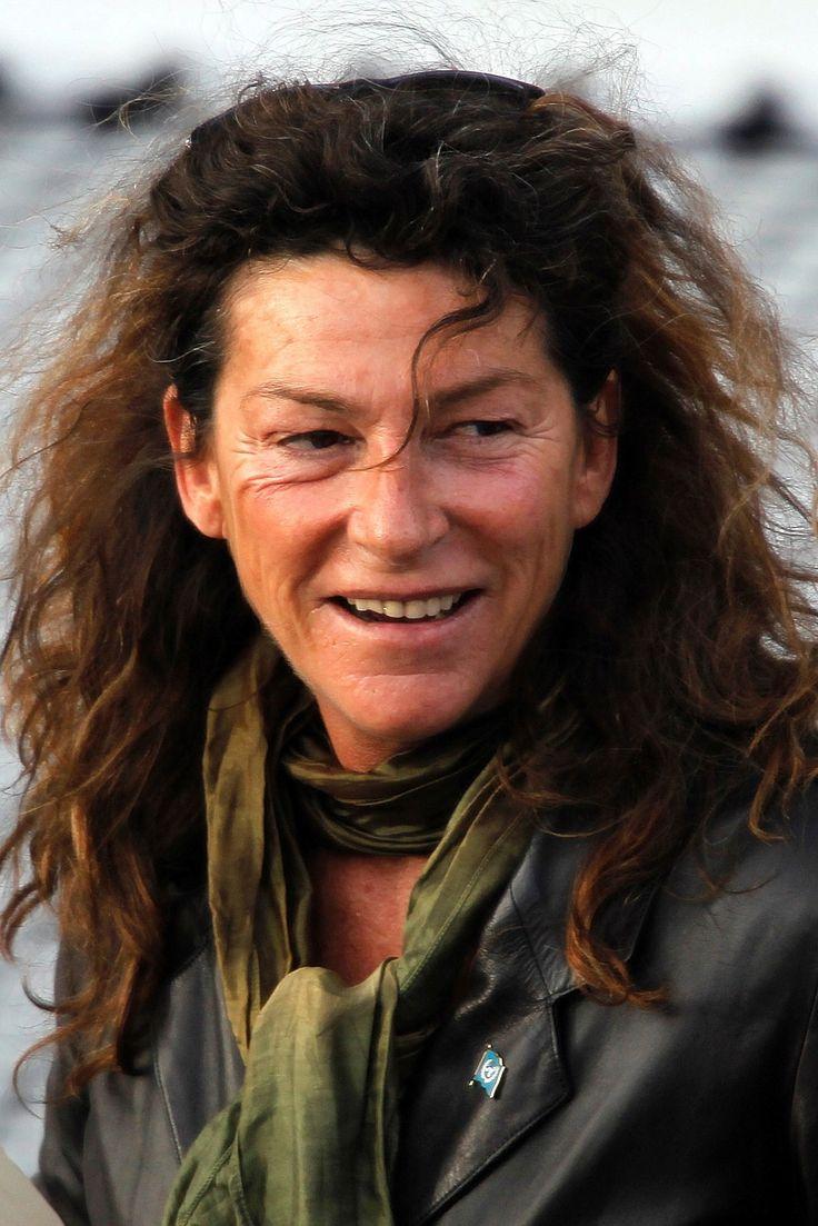 Florence Arthaud, navigatrice (28 octobre 1957-9 mars 2015)Elue championne de l'année par l'Equipe en 1990, elle bat le record de traversée de l'Atlantique Nord en solitaire et remporte la route du Rhum.