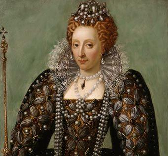 Isabel I le gustaba vestir de una manera muy extravagante. El vestido lleva joyas incrustadas, y el pelo esta decorado con gran cantidad de perlas, a las que la reina era muy aficionada.