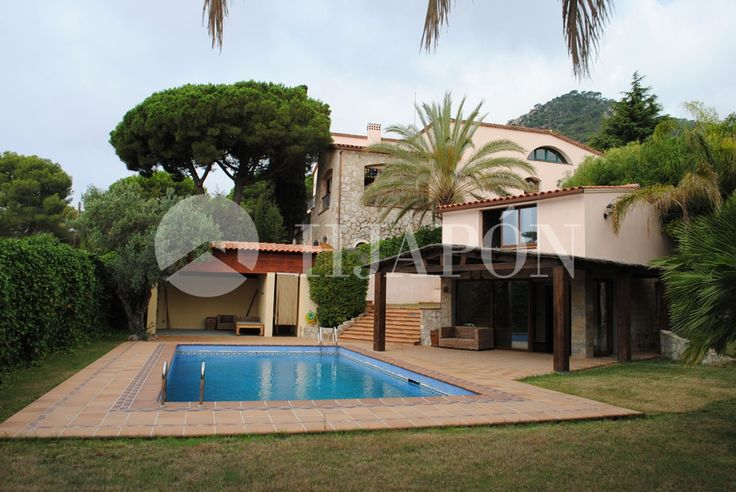 great luxury Villa for sale in Cabrera de mar, in a setting surrounded by nature.