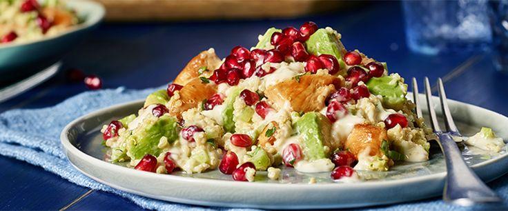 Ein leckererer Salat mit nahrhaftem Quinoa, frischer Avocado und saurem Granatapfel sorgen mit Hähnchenbrustfilet und Joghurt-Salatcreme  von THOMY für eine echte Abwechslung auf dem Speiseplan. Perfekt auch als Beilage zum Wintergrillen.