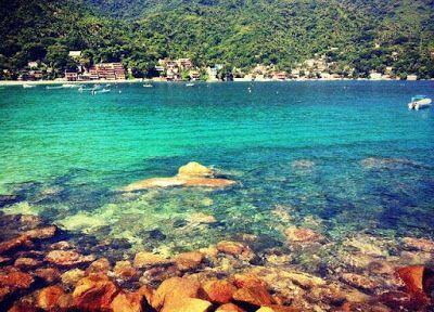 Playa Yelapa, Jalisco    Se localiza al sur de Cabo Corrientes, es accesible solo por taxi acuático y toma llegar ahí 50 min. desde el muelle de Los Muertos en Puerto Vallarta  y 30 min. desde Boca de Tomatlán.